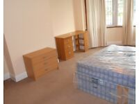 LOVELY BRIGHT SPACIOUS 5 BEDROOM HOUSE 2 BATH WITH GARDEN NEAR TRAIN, TUBE & MIDDLESEX UNIVERSITY