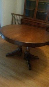 Beautiful Dining/Kitchen Table & 6 Matching Chairs for Sale