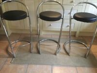 CONTEMPORARY CHROME & BLACK FAUX LEATHER BREAKFAST BAR STOOLS
