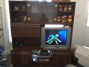 Grand meuble de TV.