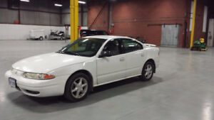 2004 Oldsmobile Alero white Sedan