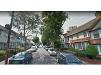 Furnished studio flat on ground floor available in Cricklewood, Housing Benefit and DSS accepted.