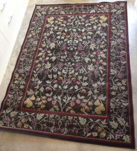 """Area rug: 7' 3.5"""" x 5' 2.5"""""""