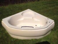 Corner Bath - Cream / Magnolia