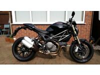 BLACK DUCATI MONSTER 1100 EVO