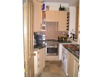 One bed flat for business professional in exclusive building, with large balcony