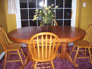 Solid wood oval table and 4 chairs excellent condition