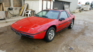 1984 Pontiac Fiero SE 4 cylinder 4 speed for parts or repair