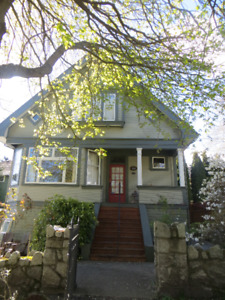 Spacious 2 bedroom suite in beautiful Heritage home in Fernwood