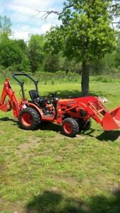 Kubota B2320 Tractor / Backhoe and Loader ( almost new )
