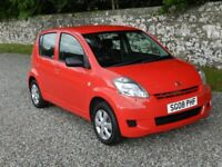 DAIHATSU SIRION 1.0 S. VERY LOW MILEAGE, CLEAN MOT. GREAT FIRST CAR. CHEAP TAX AND INSURANCE.