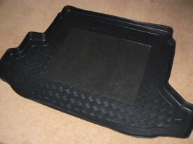 NISSAN XTRAIL RUBBER MAT FOR BOOT.LARGE