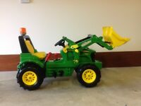 John Deere pedal tractor and accessories - suitable for age 3 to 8