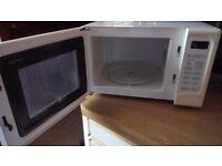 White Hinari 800 Watt microwave with grill