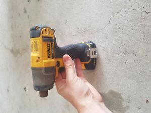 12 VOLT DEWALT DRILL AND IMPACT COMBO KIT