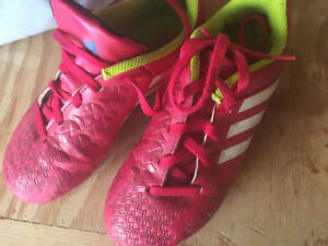 Soccer cleats. Youth 13