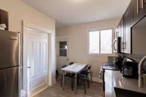 1st MONTH FREE - Renovated 5 bedroom - LOCATION - Students