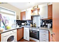 Ultra-Modern Two Bedroom Apartment With Private Garden, Moments From Tooting Bec Underground - SW17