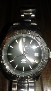 <<MENS FOSSIL SOLID STEEL WATCH<<