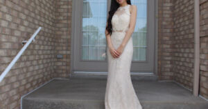 SELLING BEAUTIFUL WHITE DRESS (IN GREAT CONDITION)