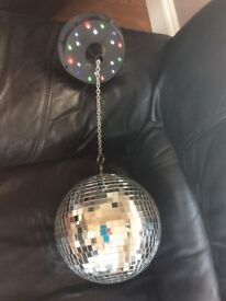 ROTATING MIRROR GLITTER DISCO BALL WITH 18 LED LIGHTS. 20 CM DIAMETER. MOTOR RUNS ON BATTERIES