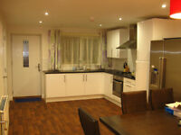 Bills Included for Professional/Postgraduate LUXURY Double ROOM IN MODERN HOUSE in FALLOWFIELD