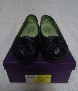 BlowFish Ladies Shoes Size 10  NEW  $40