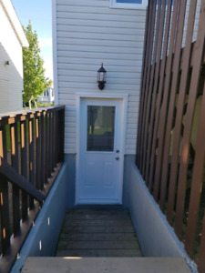 East End 2 bedroom apartment available Aug 1st