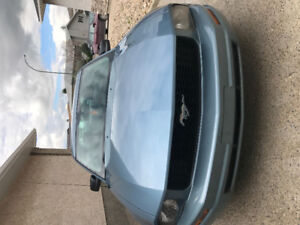 2005 Ford Mustang Coupe (2 door)