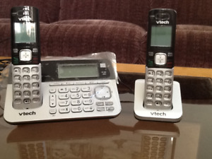 2-Handset Cordless Phone Answering system with Dual Caller ID/Ca