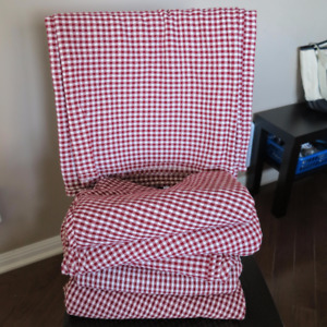 6 red and white checkered table clothes