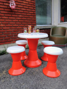 Ensemble Tam Tam Vintage Table et 4 Tabourets Orange Blanc