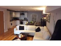 Room to rent in stylish Thames Ditton house (close to Kingston and Surbiton)