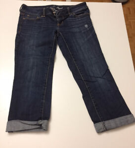 Selling American Eagle Capris Jeans