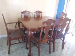 Table et buffet de cuisine antique