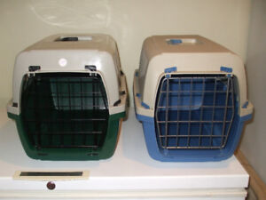 2 cages chat ou chien 15$ chacune   450-994-2242