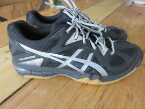 NEUF, chaussure sport, soulier espadrille sport ASICS, gr.7 femm
