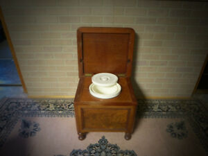 ANTIQUE WALNUT COMMODE CHAIR WITH CHAMBER POT
