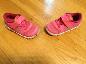 Soulier fille Nike grandeur 8