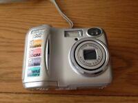 Nikon Coolpix 2200 Digital Camera & Case