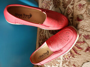 Brand new-size 7- red