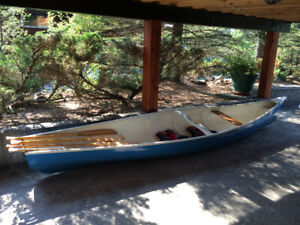 Gorgeouse Canoe with Wood Paddles and Lifejackets