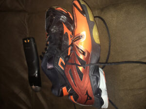 Women's size 9 volleyball court shoes!!!