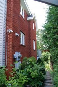 SEPT 1ST! Gorgeous 3 Bed in Sandy Hill w/ Ensuite Laundry!