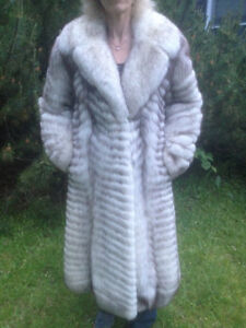 Gorgeous Long Fox Fur Coat super soft beautiful fur