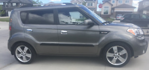 2010 Kia Soul 4u Sedan w/ Heated Seats, Sunroof and Winter Tires