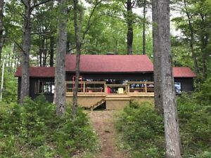 Booking Sept/Oct Classic cottage on beautiful spring fed lake