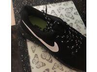 Nike Roche running trainers