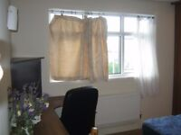 Large single room. Station nearby- 20 min by train to C.London. Located between Harrow & Watford