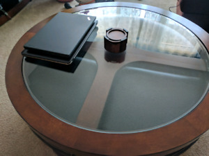 Like New: Coffee table with 4 chairs